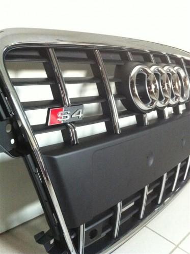 Audi_S4_Grill_Schwarz_Chrome