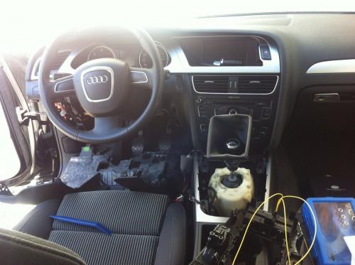 Audi_A4_B8_8K_Freilegung_Mittelkonsole_Lenkrad_Unterbau