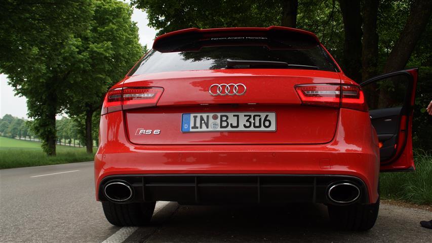 Audi RS6 back