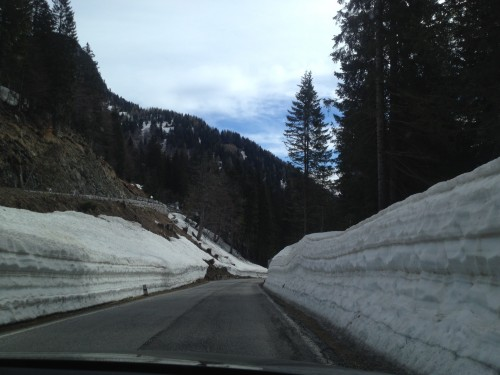 Abfahrt Passstrasse Nassfeld Schnee