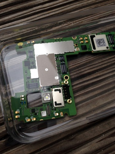 Nexus4_mainboard_water_damage_isopropyl_bath