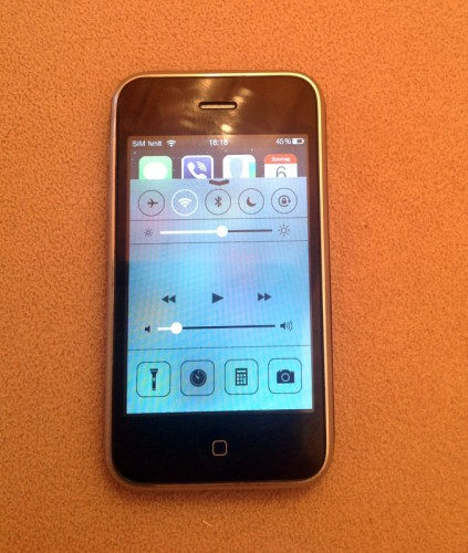 iPhone3G_whited00r_firmware_iOS7_look